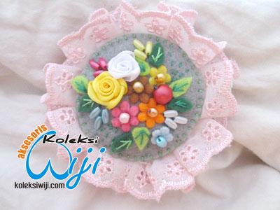 rosemary-bros-renda-dan-flanel-lace-felt-broochs-001