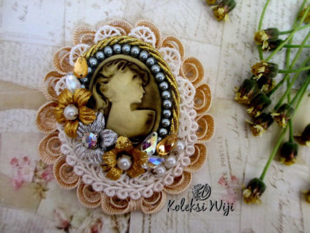 serena-cameo-brooch-brown