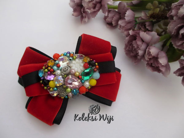 red-ivana-brooch