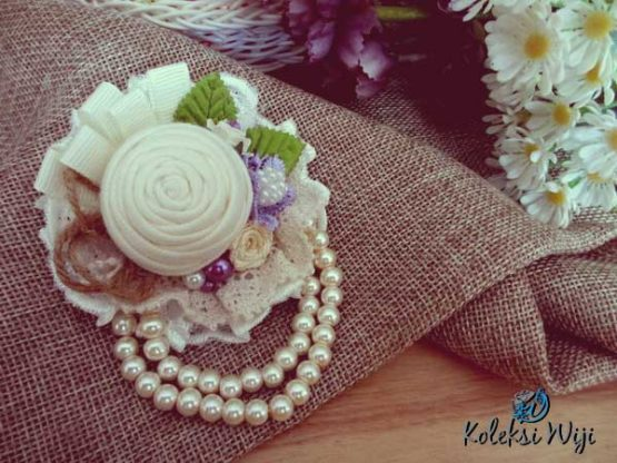 rose-diary-brooch