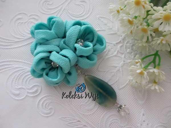 aida-brooch