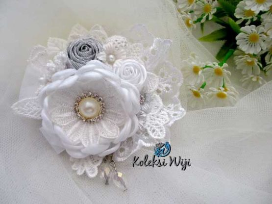 white-lantana-brooch