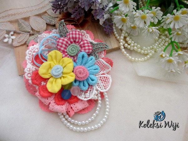flower-ini-galacia-brooch