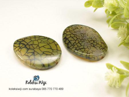1 Buah Batu Manau Oval Hijau 3 x 4 cm BT23