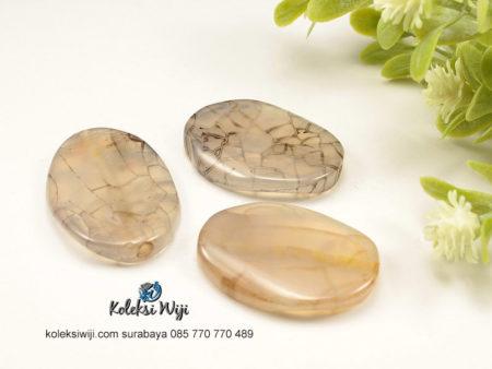 1 Buah Batu Manau Oval Putih Hitam 2,5 x 3,5 cm BT25