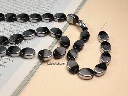 1 Untai Manik Kaca Oval Silver Hitam 10 mm K72