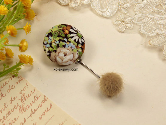Nomea Pom Button Brooch-17