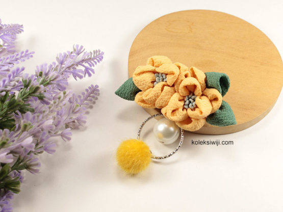 Angelie Mustard Brooch-05