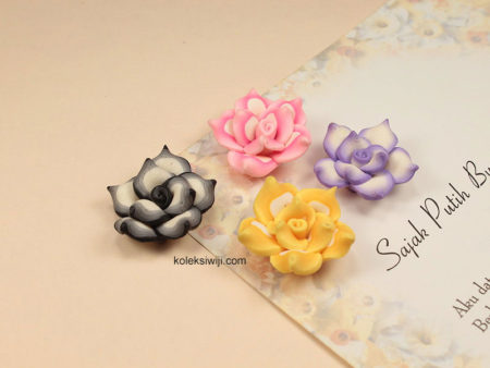 3 Buah Clay Bunga Mawar 2,5 cm CY18
