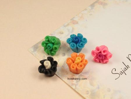6 Buah Clay Bunga Keriting 1,4 cm CY8