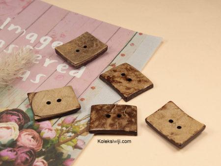 10 Buah Kancing Batok Kotak 2,4 x 2 cm BTK04