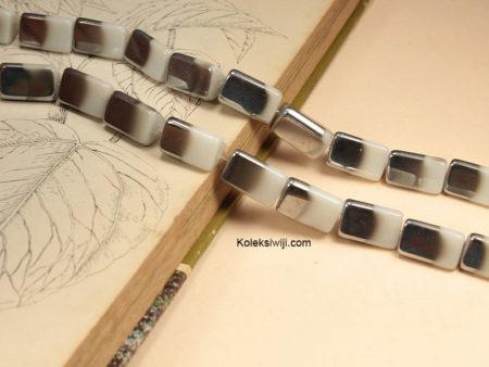 1 Untai 14 Manik Kaca Segitiga Putih Silver 2 cm K129