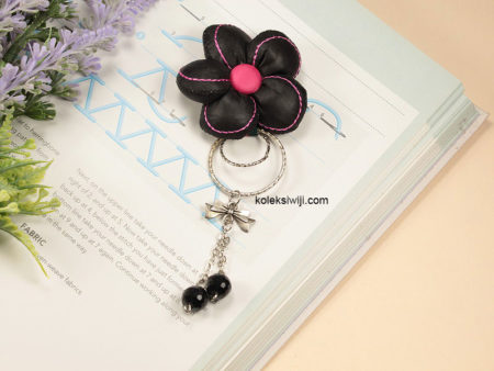 Black Nana Brooch-03