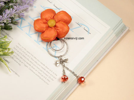 Nana Orange Brooch-01