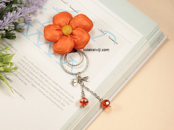 Nana Orange Brooch-01