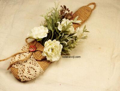 Bunga Pajangan Dinding Putih